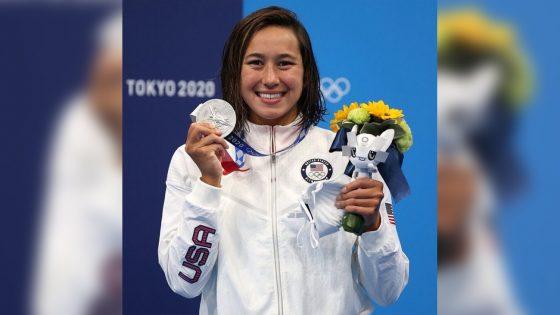 La nageuse lesbienne états-unienne Erica Sullivan remporte une médaille d'argent aux JO de Tokyo